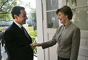 Laura Bush welcomes President Nicolas Sarkozy ...