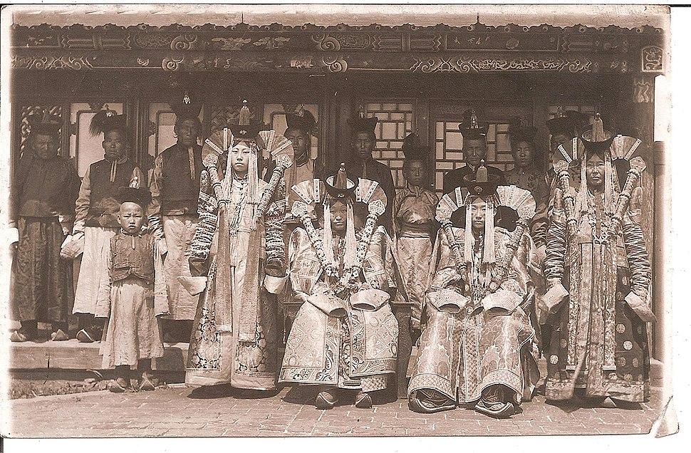 Ladies at court Bogd Khan. Mongolia, 1911-1924