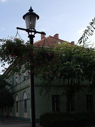 Kiskunhalas - Image: Lakóház, részben irodákkal, Kvártélyház (2303. számú műemlék)