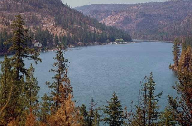 Lake Billy Chinook, Deschutes National Forest, Oregon (photo by Bob Nichol)