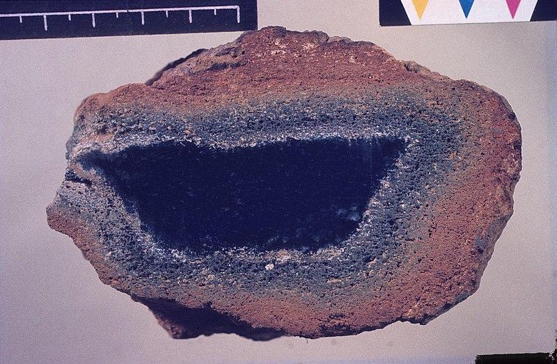 File:Lateritic weathering shells around rock core. C 020.jpg