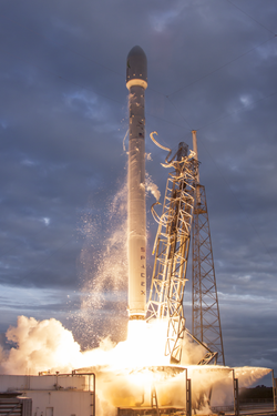 Launch of Falcon 9 carrying THAICOM 6 (16169086873).png