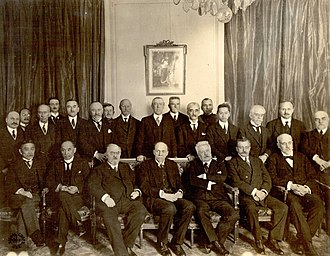 Jaime Batalha Reis - Reis standing 3rd from right at the League of Nations Commission 1919