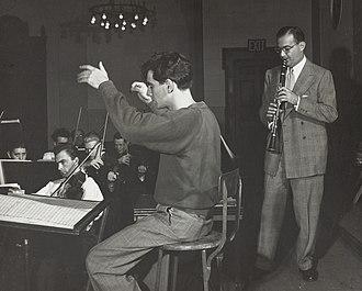 Leonard Bernstein - Leonard Bernstein and Benny Goodman in rehearsal, ca. 1940–1949