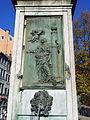Liège, Vinâve d'Île, statue Vierge à l'Enfant (Del Cour)4.jpg