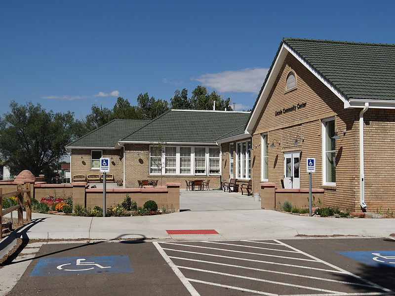File:Lincoln Community Center, looking west 01.jpg