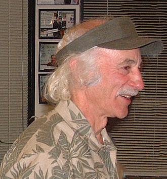Lloyd Kahn - Lloyd Kahn at a 2004 booksigning