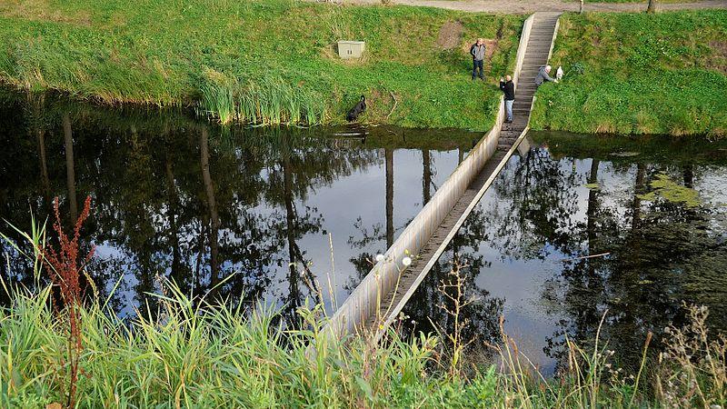 Cây cầu độc đáo bên pháo đài Hà Lan