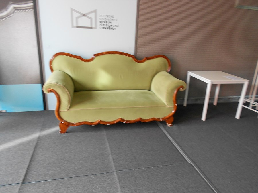 Excellent Sofa Vs Chair Whats The Difference Ask Difference Evergreenethics Interior Chair Design Evergreenethicsorg