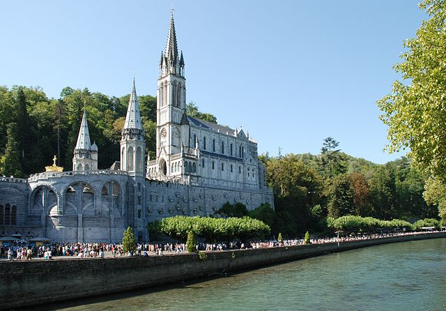 The Sanctuary of Our Lady of Lourdes Lourdes Basilique et gave.jpg