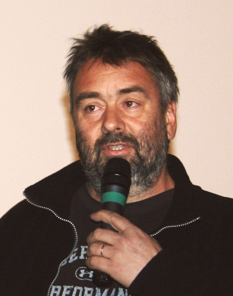 Luc Besson à l'avant-première de Taken diffusée à l'UGC Ciné Cité Les Halles, à Paris. | Photo :Wikimedia