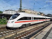 Mainzer Hauptbahnhof- auf Bahnsteig zu Gleis 4- Richtung Worms (Hochsteg) (ICE 411 005-2 (Tz 1105) Dresden) 23.5.2009.JPG