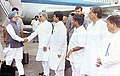 Manmohan Singh being received by the Governor of Maharashtra, Shri S.M. Krishna, Chief Minister of Maharashtra, Shri Vilasrao Deshmukh.jpg
