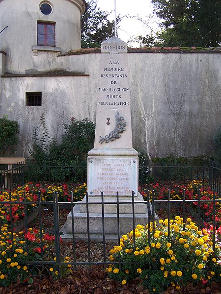 File:Mareil-le-Guyon Monument aux morts.JPG