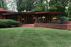 Melvyn Maxwell Smith House exterior 2 - FLW, Architect - Bloomfield Hills built in 1946 (291334715).jpg