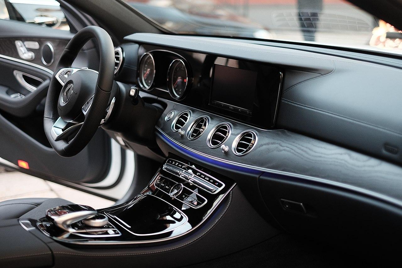 File mercedes benz w213 e class wikimedia for Mercedes benz e class interior