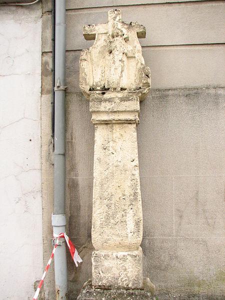 Calvaire situé contre la façade latérale de la maison sise Grand-Rue, n° 56, au début de la rue de la Trinité à Messancy