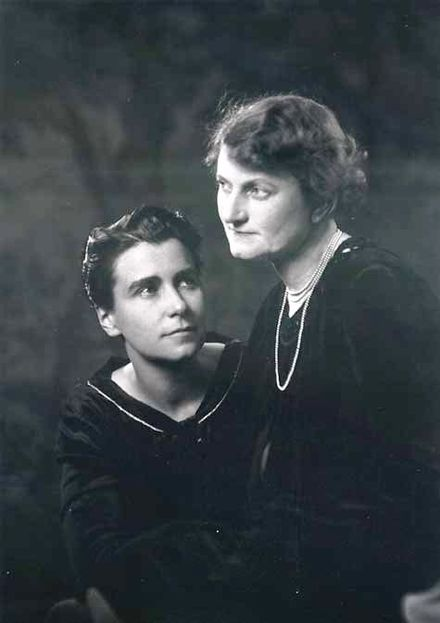 Arzner with Marion Morgan in 1927 (photo by Arnold Genthe) Miss Dorothy Arzner and Marion Morgan, 1927.jpg