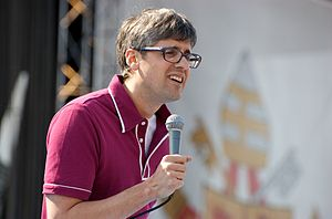 Mo Rocca - Image: Mo Rocca at Papal Youth Rally in New York 2008