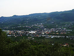 A view of Montecchiacalvarina from Calvarina hill