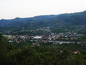 Montecchia di Crosara - A view of Montecchiacalvarina from Calvarina hill