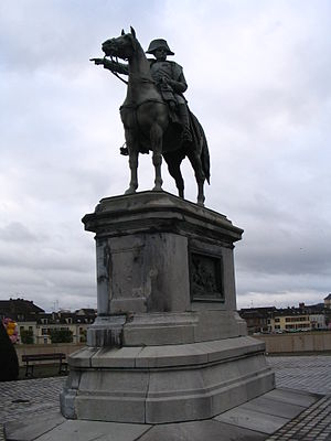 Montereau-Fault-Yonne - Statue of Napoleon, erected during the Second Empire on the bridge of Montereau.