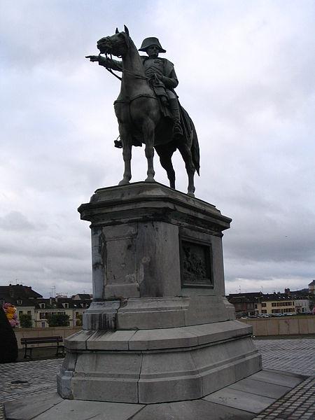 File:Montereau-Fault-Yonne - Statue of Napoleon - 1.jpg