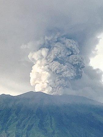 Mount Agung, November 2017 eruption - 27 Nov 2017 04.jpg