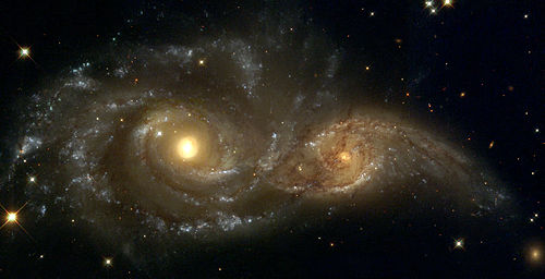 Links NGC 2207, rechts IC 2163