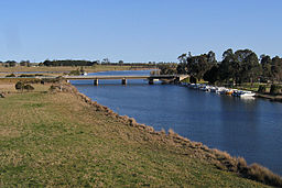 Nicholson-River-and-road-bridge,-Nicholson,-VIC,-13.09.2008.jpg