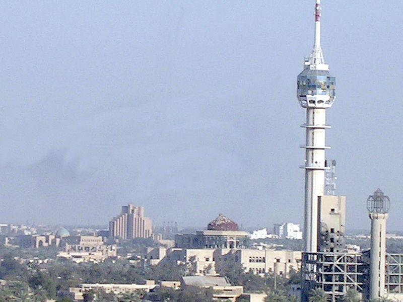 """إيران تعلن نجاح اختبار """"العنقاء"""" الفضائية! 800px-No_Kiowa_over_Baghdad"""