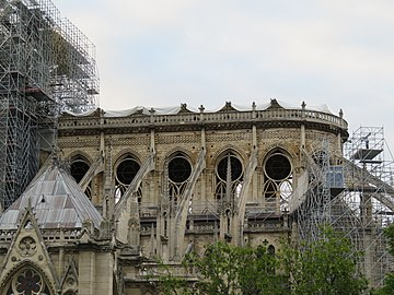 Notre-Dame - 2019-05-16 - Apse from the south.jpg