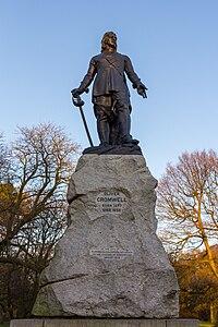 Oliver Cromwell statue, Wythenshawe Park, March 2016 025.jpg