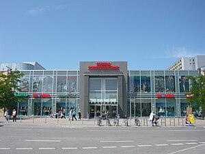 Olympia-Einkaufszentrum - Image: Olympia Einkaufszentrum, München – Architekten (Erweiterung, Modernisierung 1994) Hans Baumgarten, Curt O. Schaller