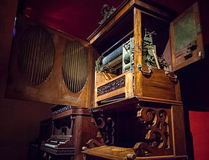 Music box - Interior of the music box by Diego Evans, London. Now at the Museu de la Música de Barcelona