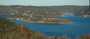 300px-Oscarsborg_fortress,_from_southwest.jpg