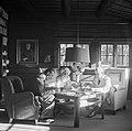 Päivän postia selvitellään. Valokuvaaja, Sibeliuksen yksityissihteeri, Santeri Levas, Jean Sibelius Ainolan kirjastossa, 1940-1945, (d2005 167 6 97) Suomen valokuvataiteen museo.jpg