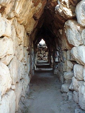 Tiryns - Masonry tunnel