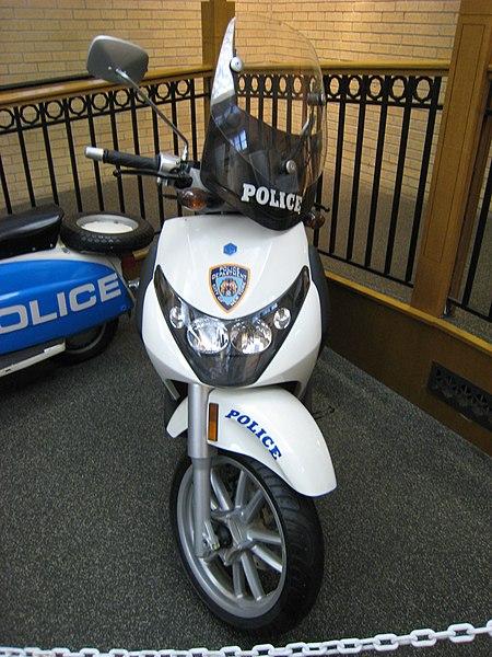 File:Piaggio Beverly NewYork Police 2007.jpg