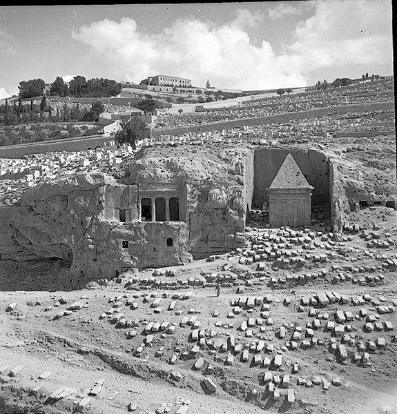 קבר זכריה וקבר בני חזיר בנחל קדרון