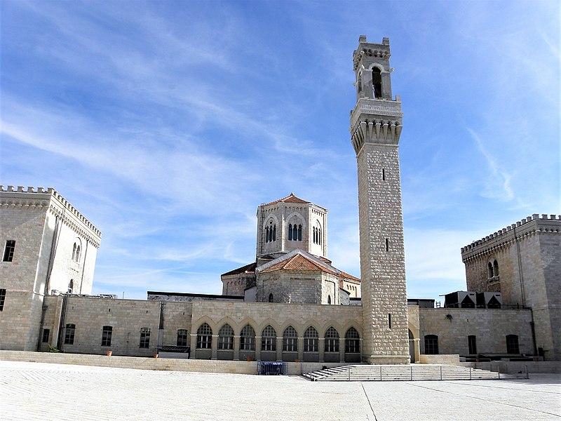 מגדל הפעמונים ובית החולים האיטלקי