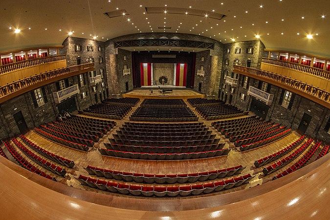 Platea del Teatro Carlo Felice Fisheye a colori.jpg