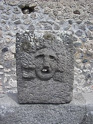 Pompeii fountain VII.11.05 closeup.jpg