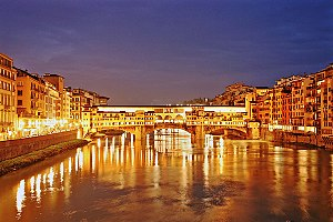 Photograph og Ponte Vecchio at night. Florence...
