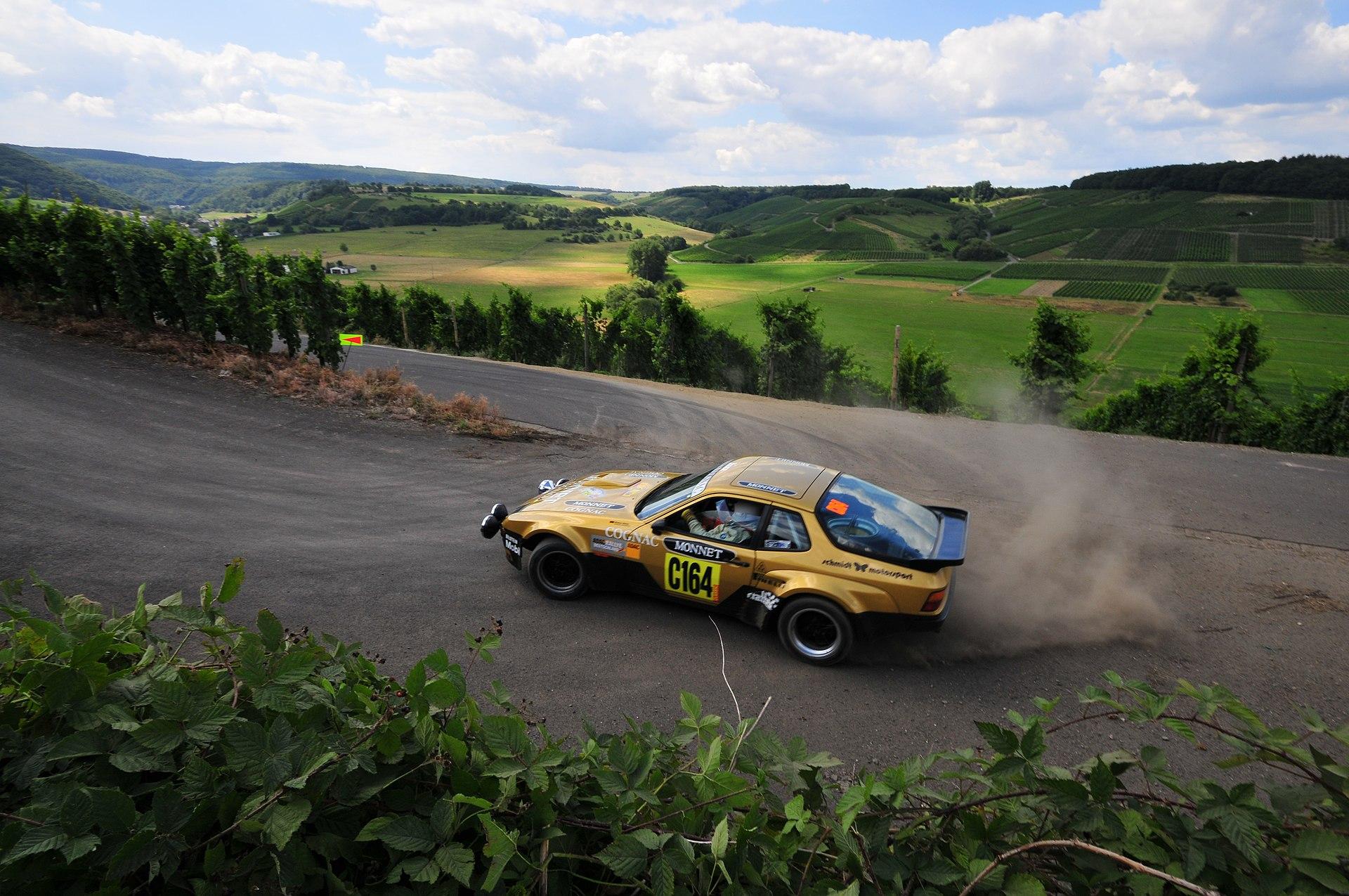 1920px-Porsche_924_GTS_-_2008_Rallye_Deutschland.jpg