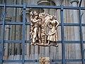Praha, Pražský hrad, dekorace mříže Zlatého portálu - detail.JPG