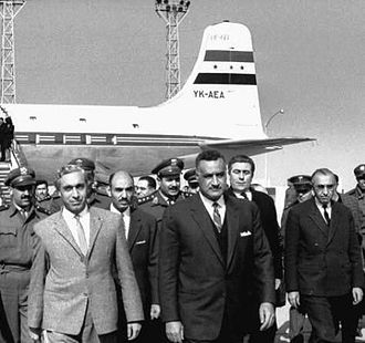 Salah al-Din al-Bitar - Hafiz at Cairo Airport in August 1963 being greeted by Nasser. Bitar is standing to the far right