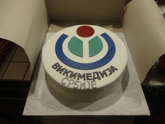 Святкування десятиріччя Вікімедіа Сербія в центрі Стартіт. Фото користувача Mickey Mystique, вільноліцензоване на умовах CC BY-SA 4.0.