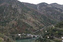 Puente sobre Sil entre Santo Estevo de Ribas do Sil e Pantón.jpg
