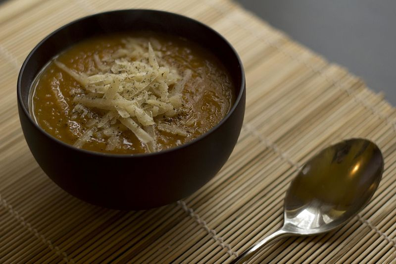 File:Pumpkin soup with chestnuts (10513766303).jpg